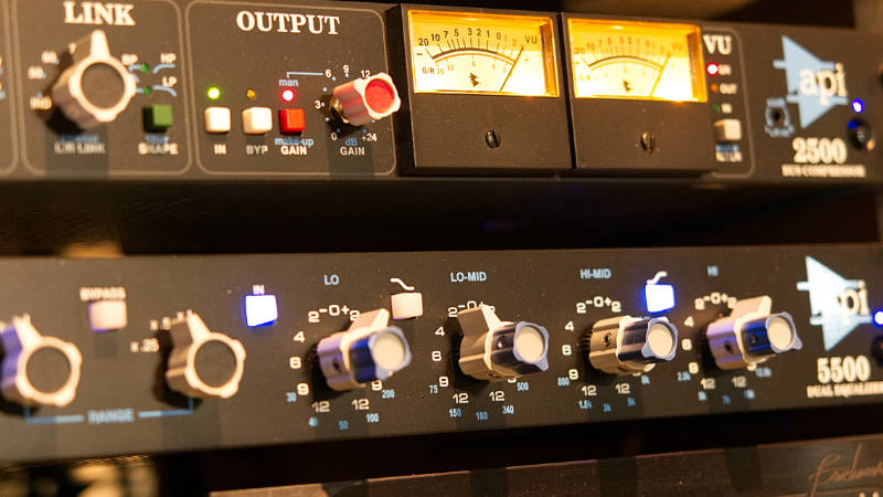 API Eq and Compressor recording studio